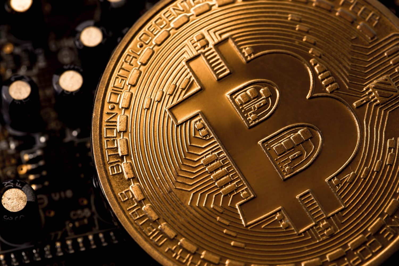 https://upload.wikimedia.org/wikipedia/commons/7/71/Bitcoin_.jpg